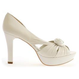 Rosalía peep toes de novia