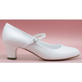 Nora atado zapatos de novia