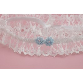Liga de novia con encaje blanco roto y florecitas azul claro