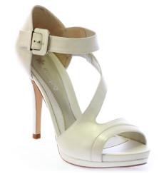 Beni sandalia de novia