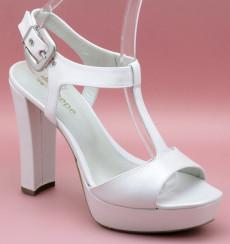 Fina sandalias de novia