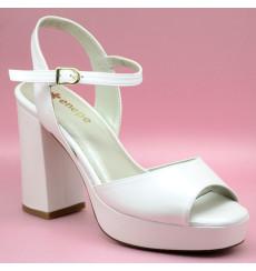Azalea sandalias de novia, blanco roto